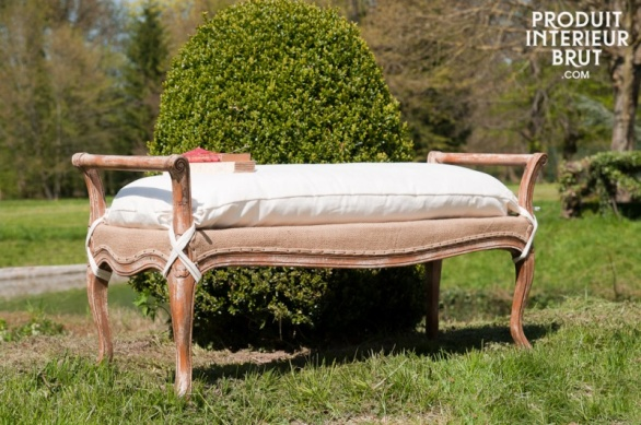 A shabby chic décor can be created outside as well as indoors with the help of suitable furniture designs